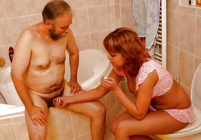 Порно Подглядывает Как Отец Дрочит