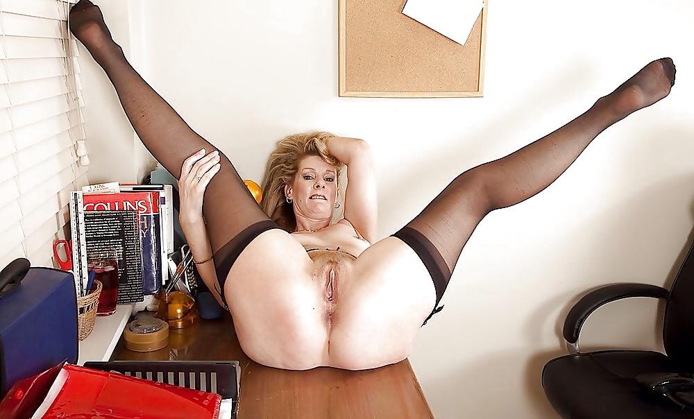 Порно Зрелых Дам На Работе