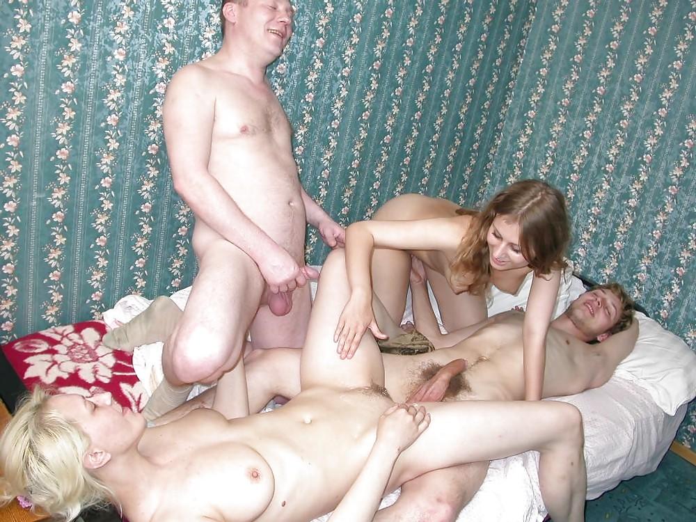 Молодые свингеры специально устроили групповой секс с полненькими девушками