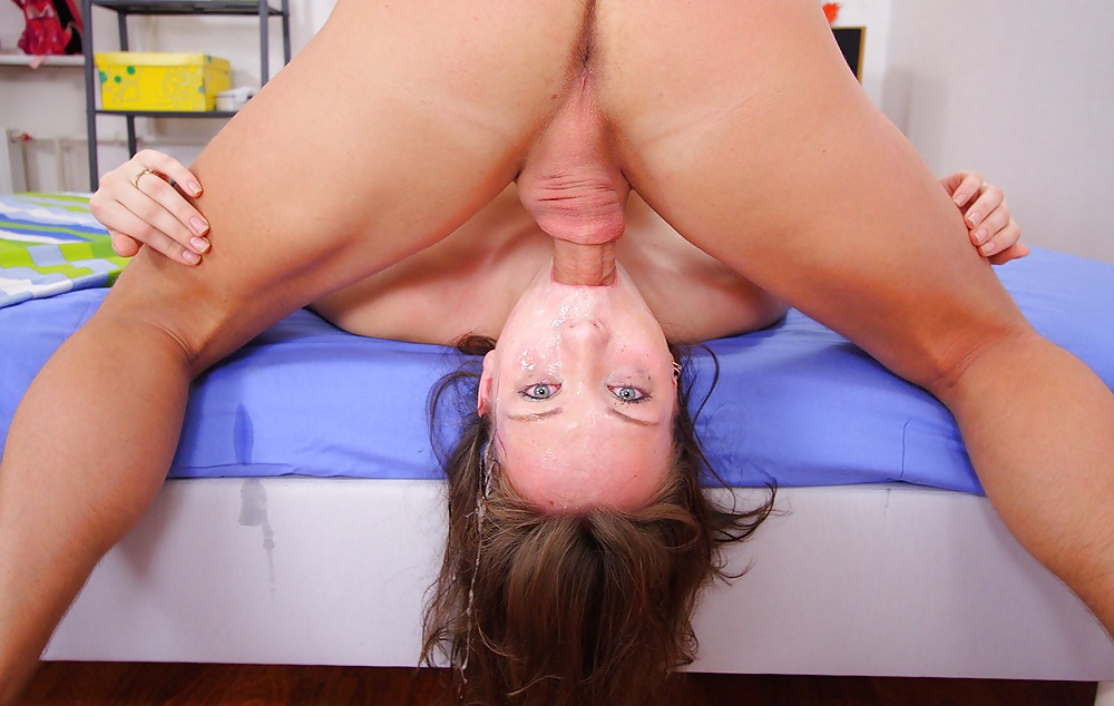 Смотреть онлайн На сеансе массажа Светке дали на рот и выебли в письку бесплатно