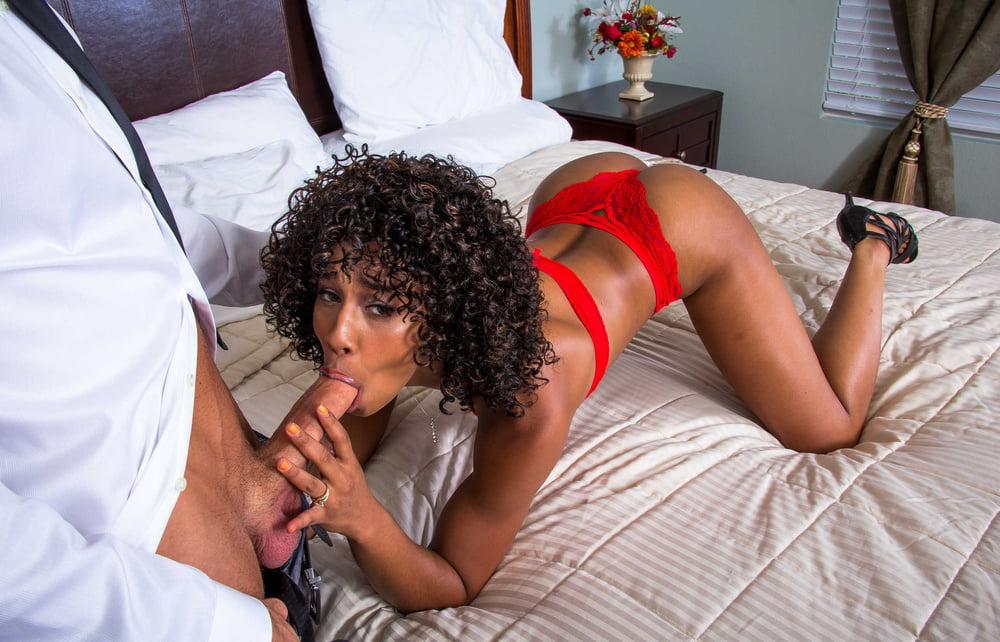 Порно с Misty Stone - скачать видео на телефон