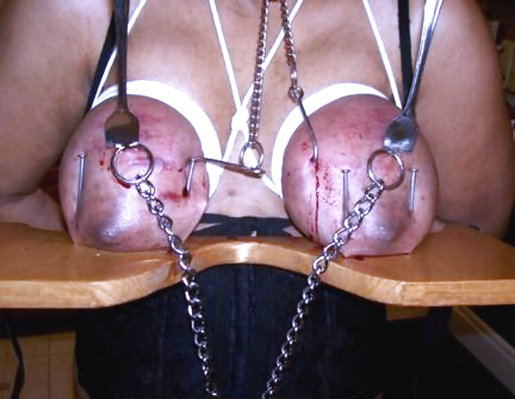 Перетягивание женской груди извращения готов