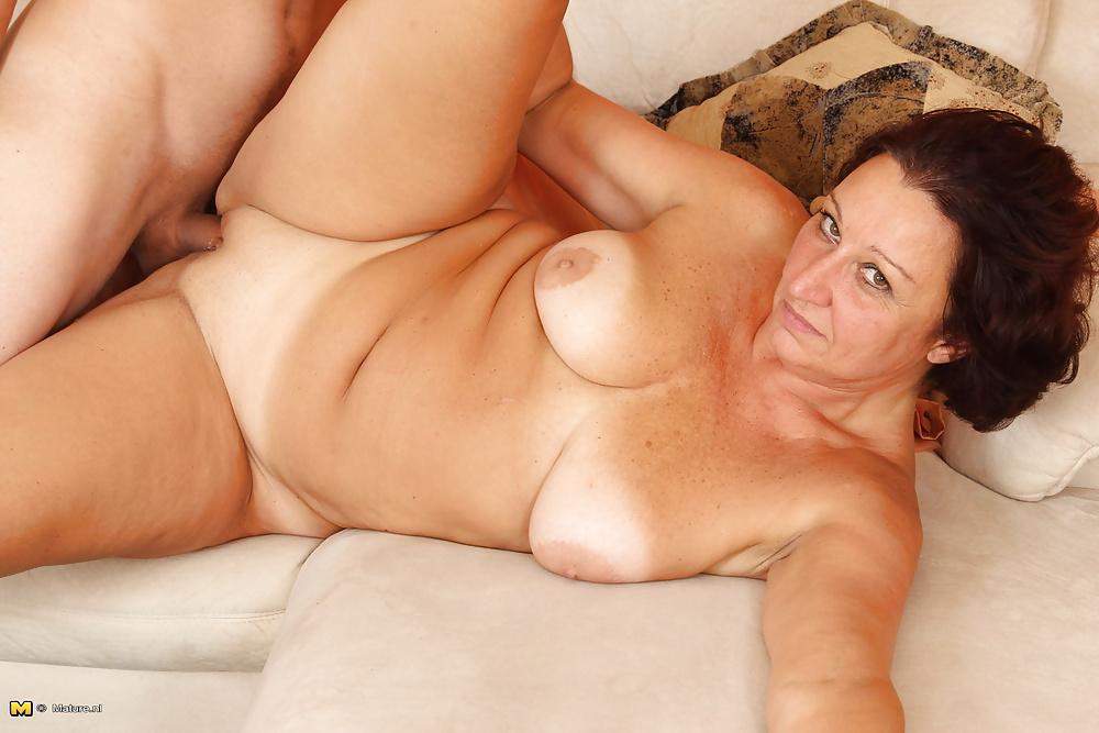 Nude mature woman fuck pics