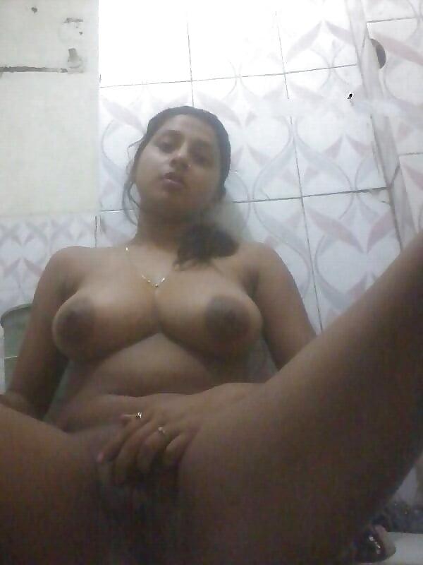 Desi Selfie Girl Masturbating In The Bath