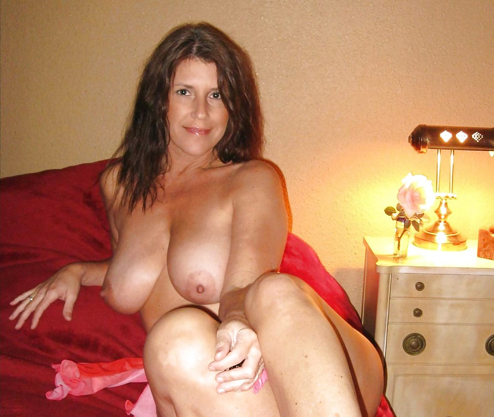 real-naked-busty-mom
