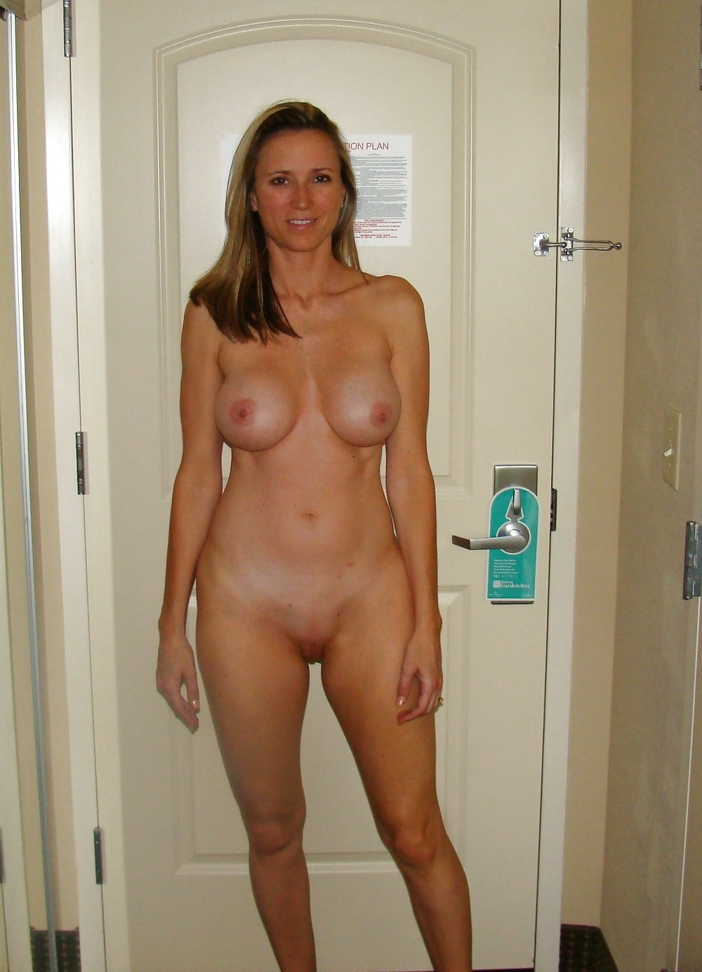 Amatuer Moms Nude At Home - 38 Pics  Xhamster-8177