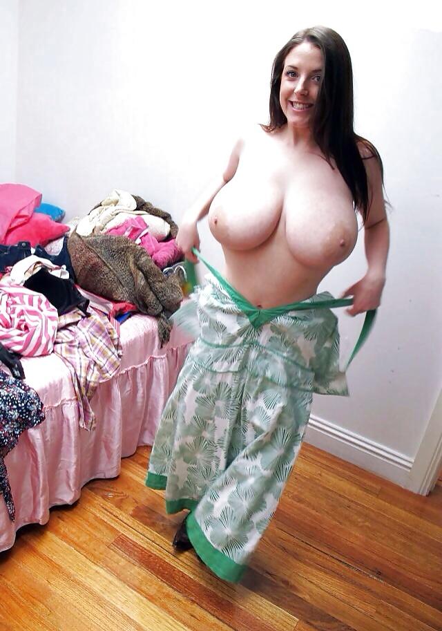 Sexy hot cgi girls boobs walk