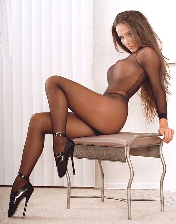 Lin yun wears silk stockings