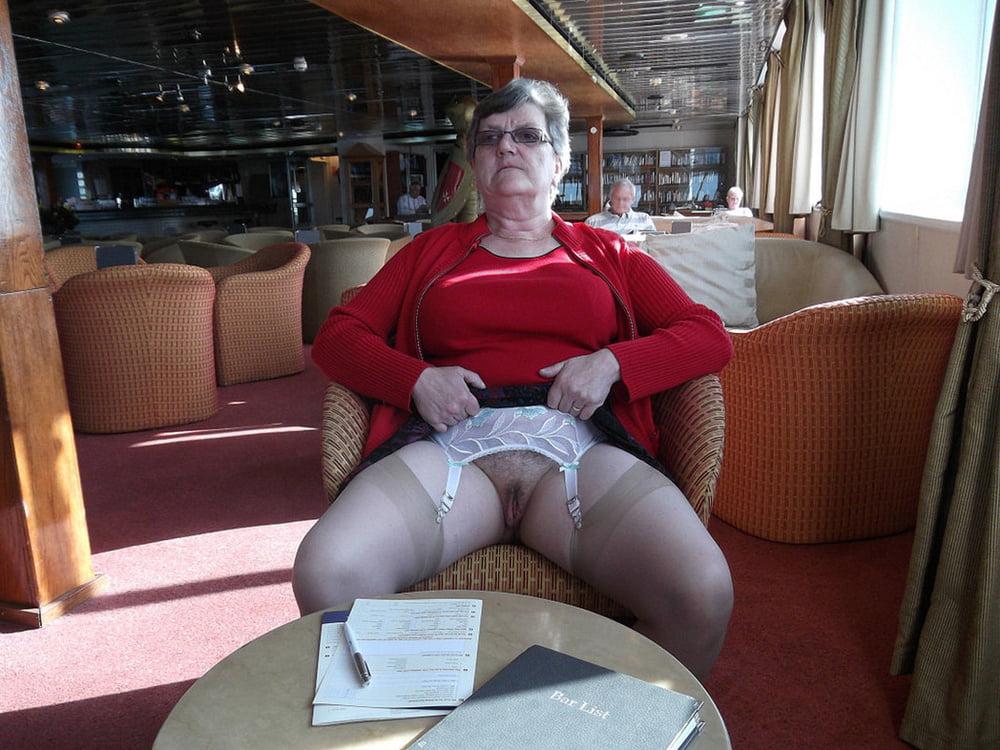Schwanger Granny Bikini Facialsex