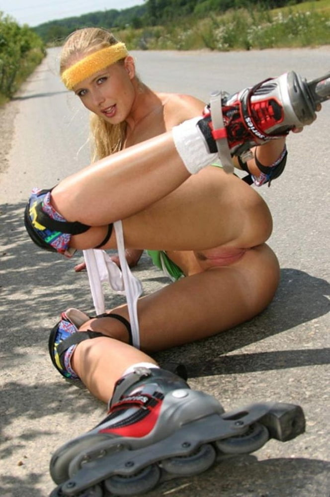 nude-roller-girl