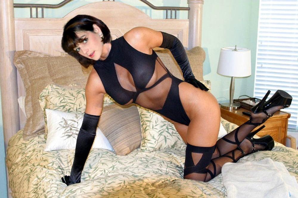 Фото зрелых в эротических костюмах