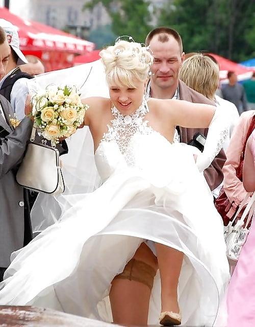 На свадьбах под юбками