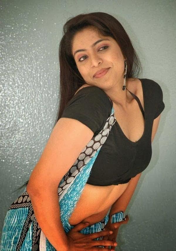 Desi Bhabhi Hot Photos In Saree - 9 Pics