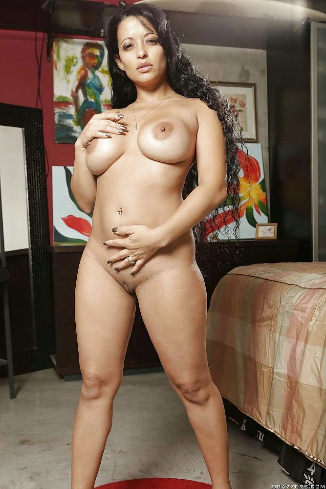 Latina Milf Mason Storm Takes Off Her Clothes To Show A Pussy