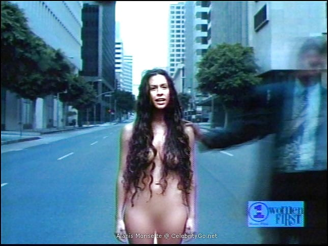 Alanis Morissette Goes Completely Naked, Shows Off Bare Baby Bump In New Underwater Photo