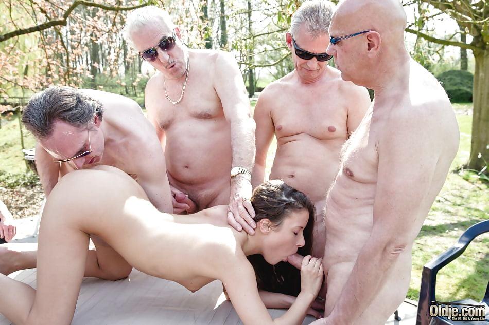porno-finlyandiya-pozhilie-muzhiki-i-molodie-devki-massazhnom-salone-seks
