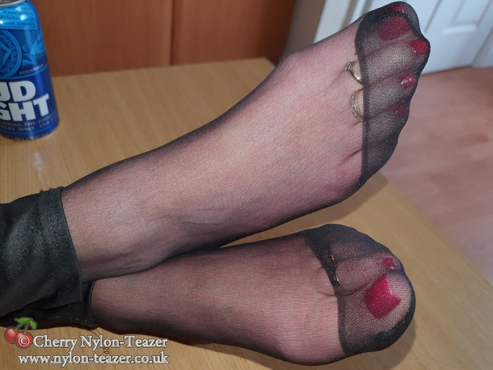 Beer & Toes in Hose - 40 Pics