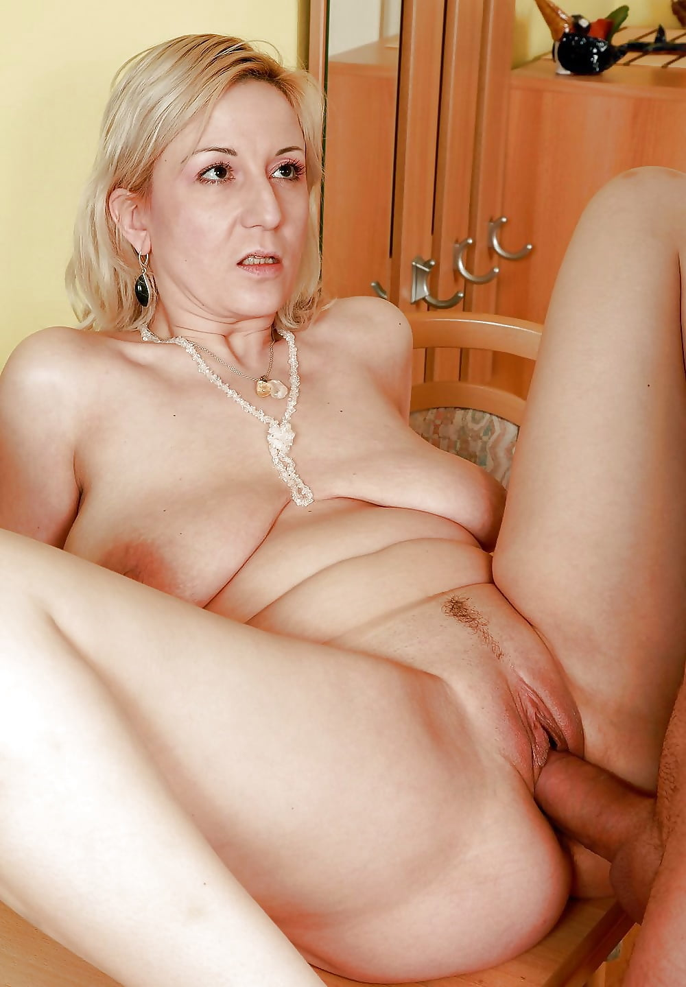 Mature nude women, naked milfs, mature porn pics