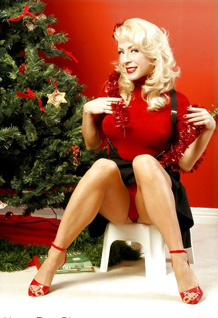 kay o hara shows her pokies at christmas pics