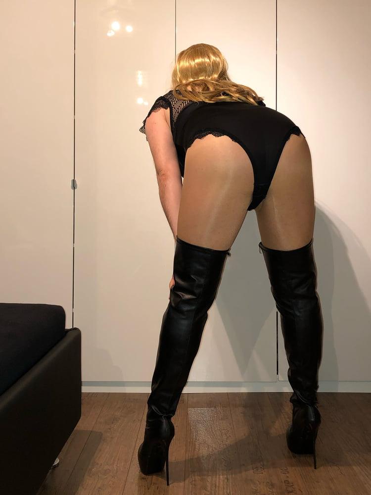 Hot slut - Who want me? - 5 Pics