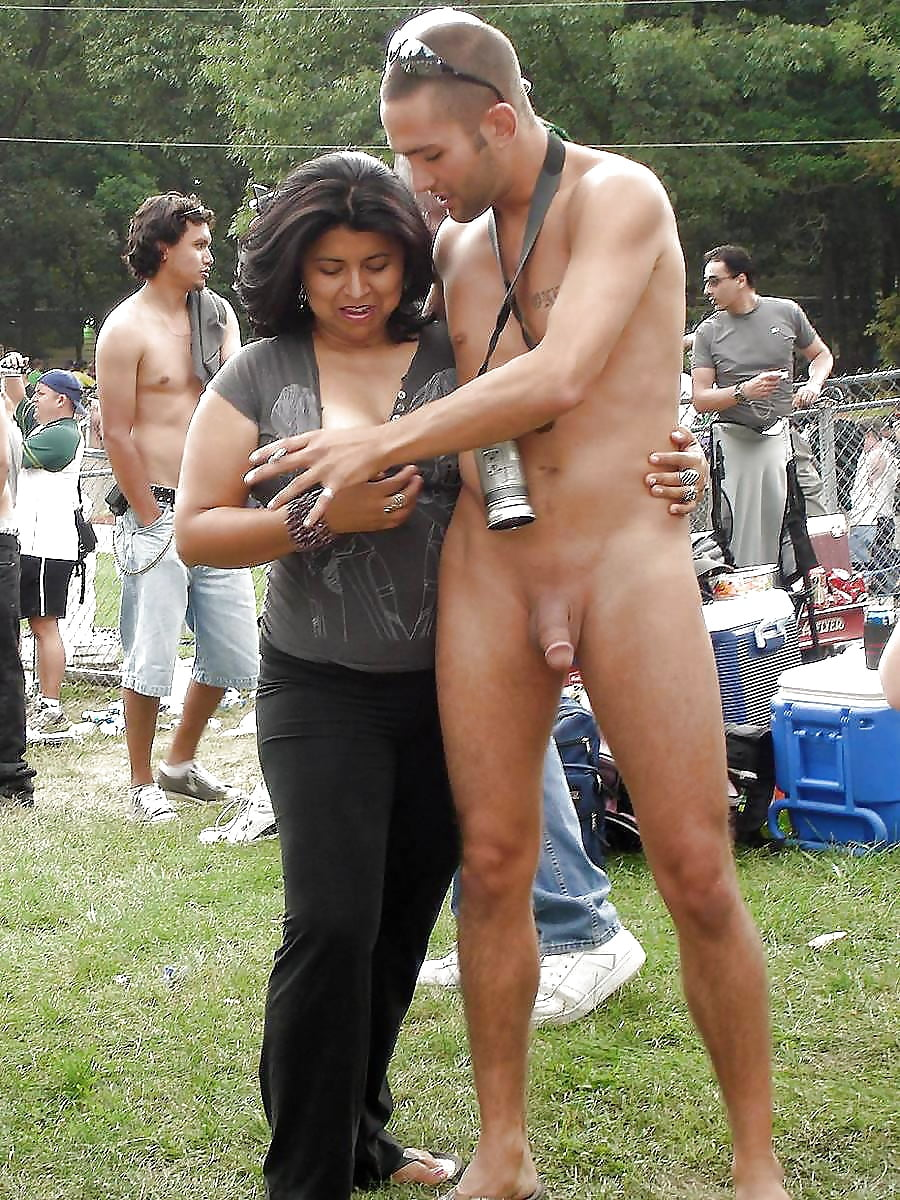 nude-men-flashing-their-cock-at-women-bush