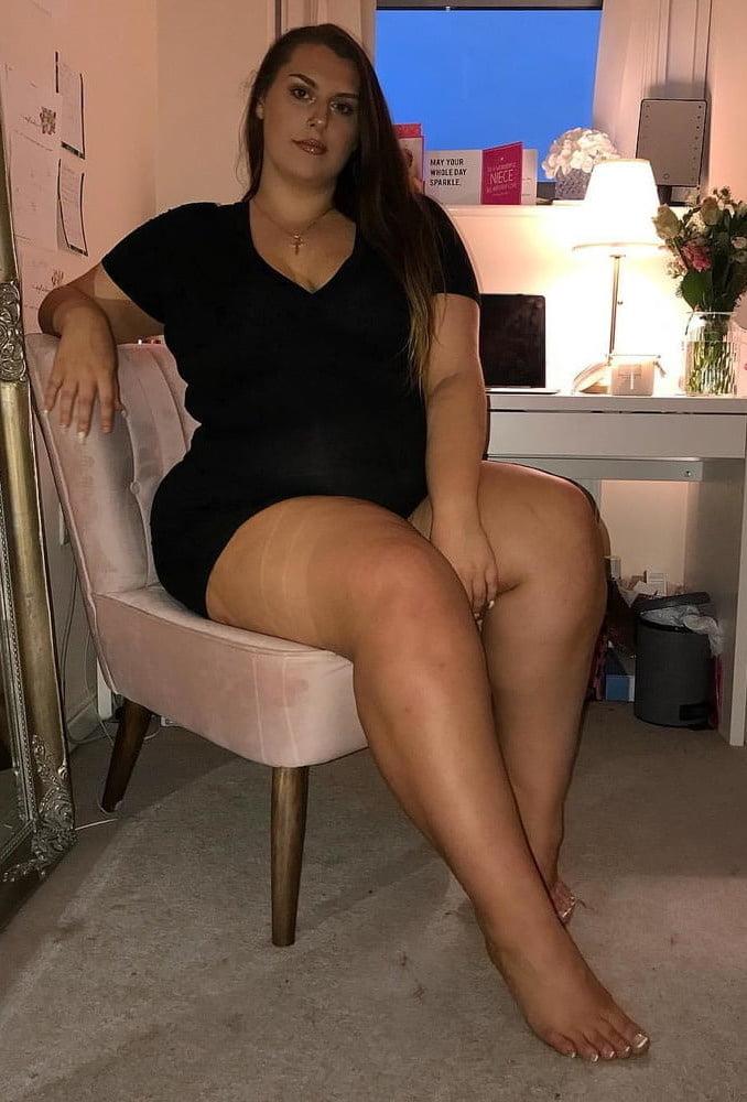 Upskirt big thighs — pic 9