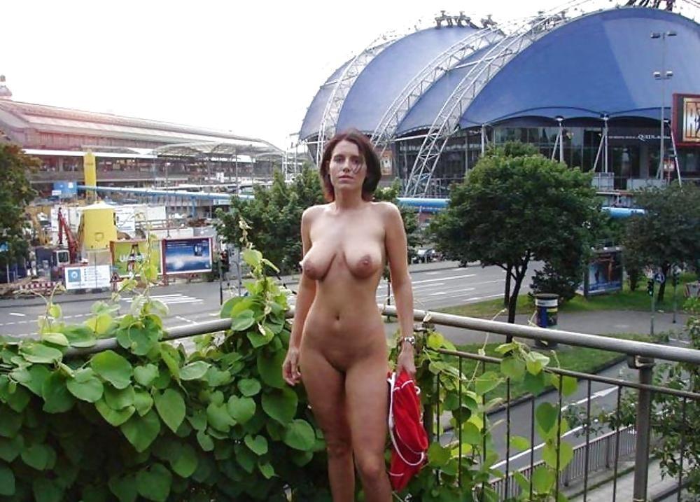 Nude moms in public — photo 1