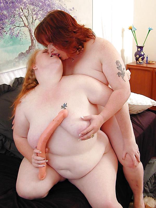 zhirnie-tetki-lesbi