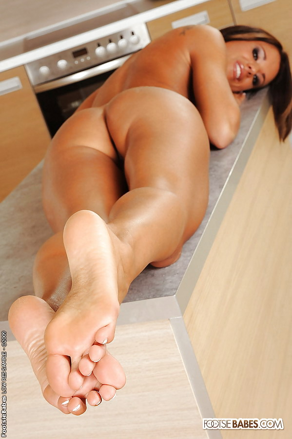 babe-nude-feet-porn-with-israel-army-girls