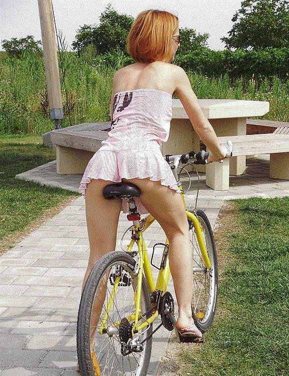 velosiped-dlya-devushki-s-falosom-russkie-zhopi-erotika