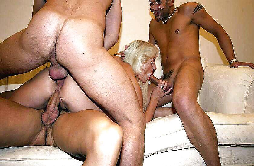 Секс видео одна на троих