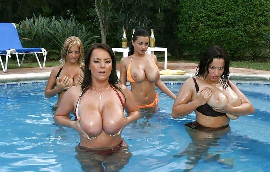 Порно с большой грудью в бассейне