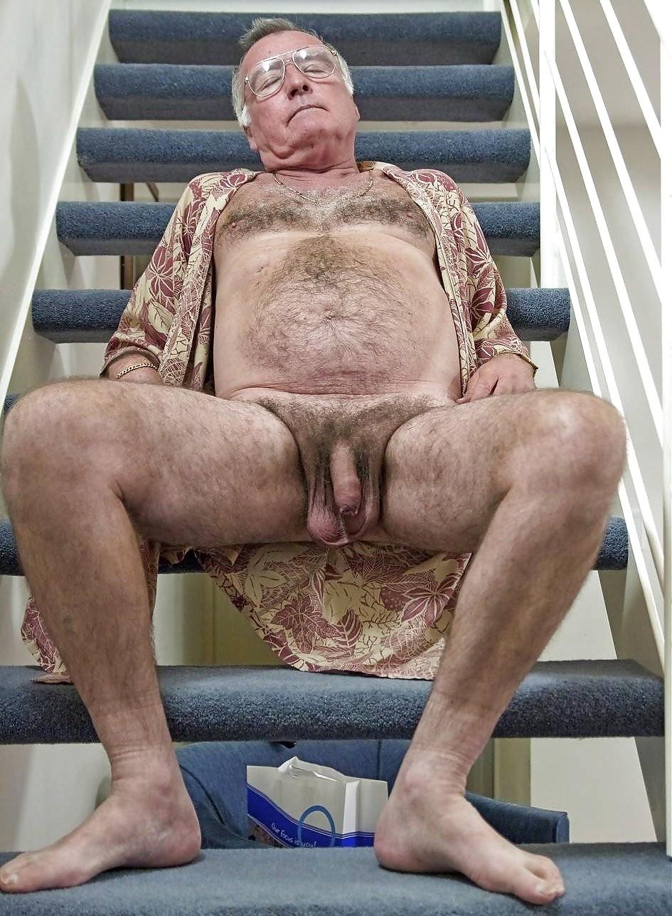 Дряхлый тощий мужик в сексе