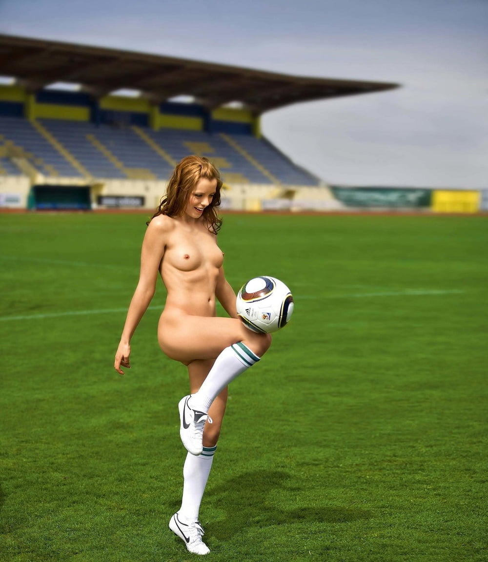 naked-sexy-soccer-women-flabby