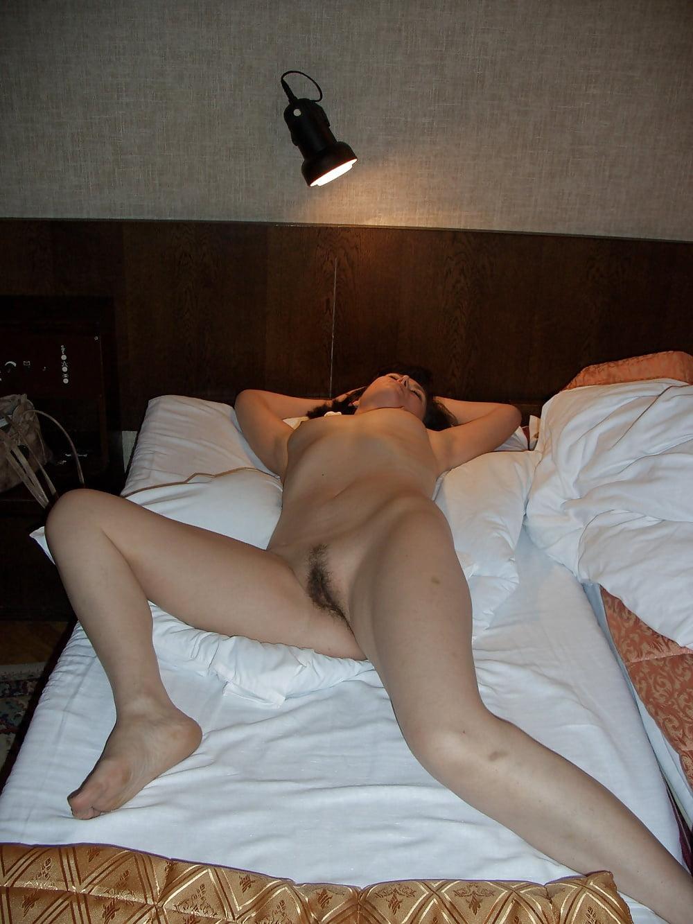 Порно ролики из командировки, снял дешевую шлюху и выебал ее