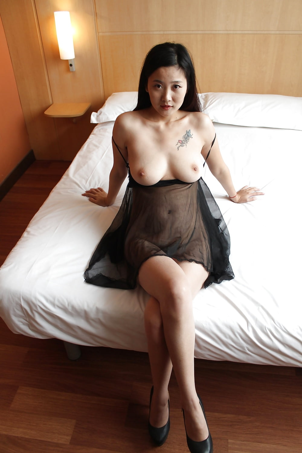Sexy Chinese Milf Fucking Her Lover In A Hotel