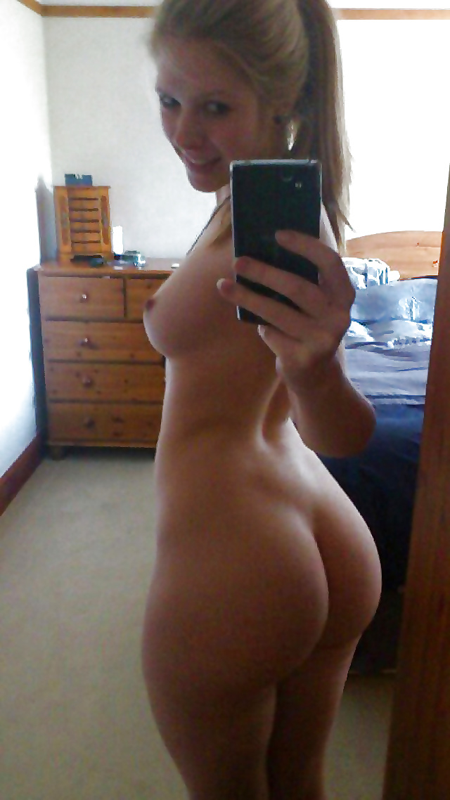 White teen ass nude selfie — pic 13