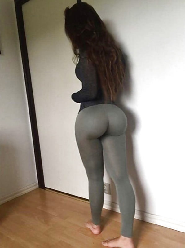 sexy-yoga-pants-babe-stripping-window