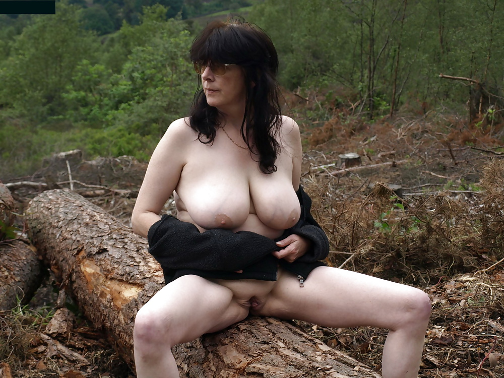 Solo outdoors babe sex