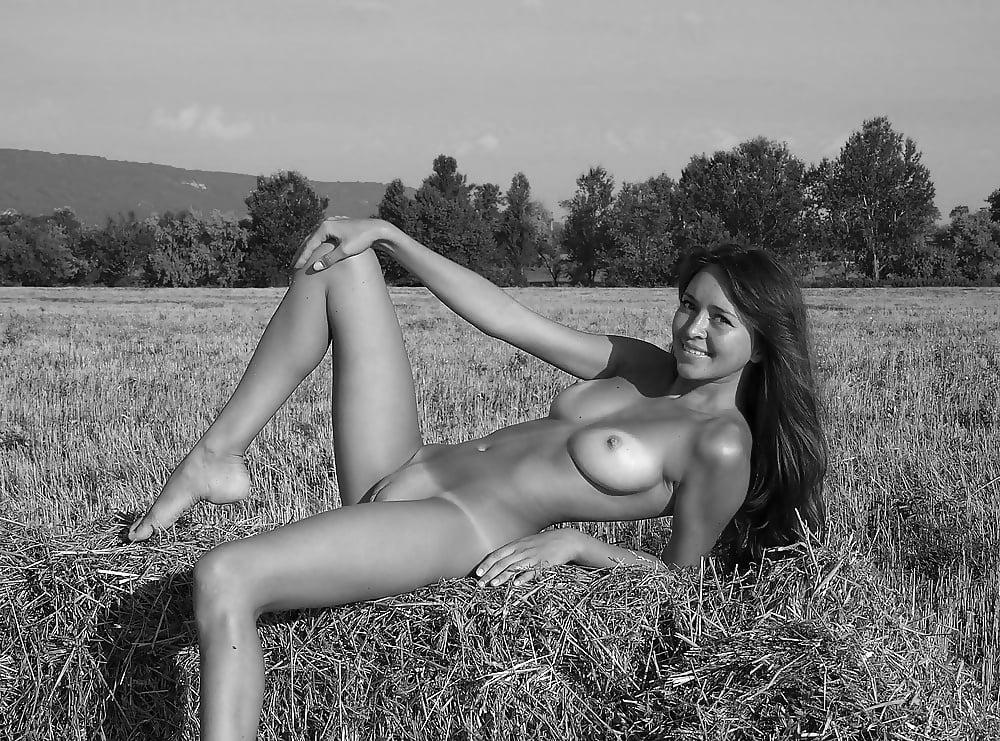 Sexy Outdoor Babes