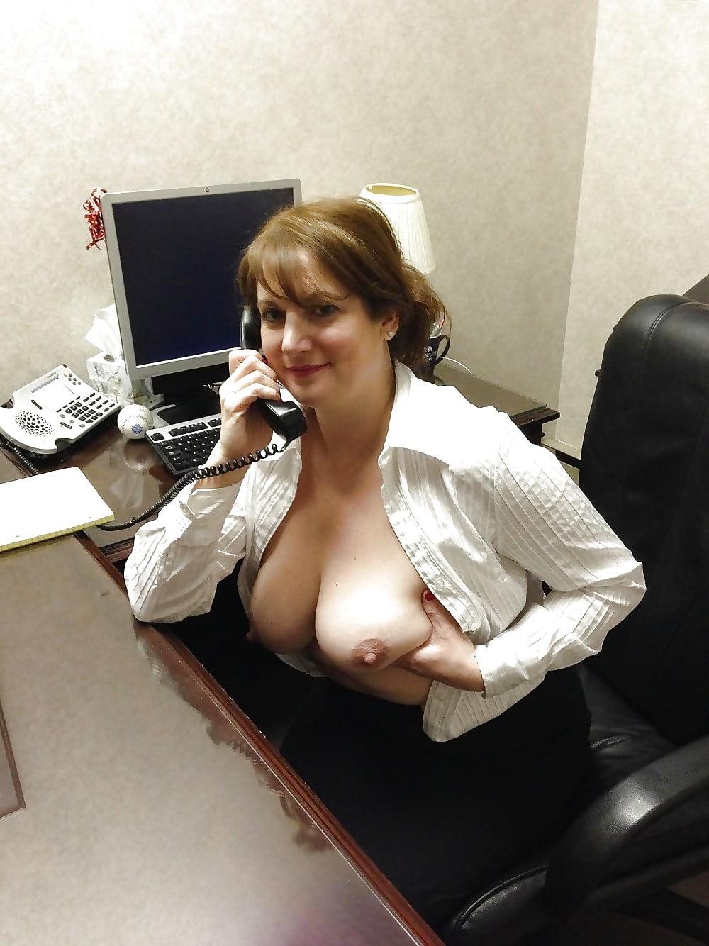 Секретарша показала свои сиськи директору, русские мамины подружки порно