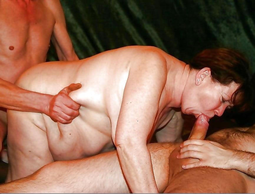 Фото домашней групповухи пожилых с закрытыми лицами, секс фото шлюх трахаются с большими хуями