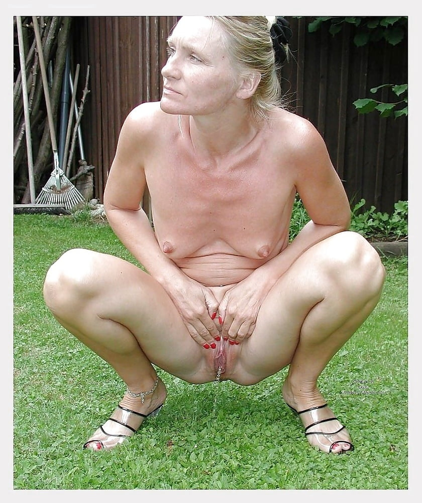 Xxx pissing pics, hot watersport sex galery images