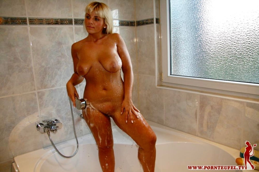 Sexy shower girls pornteufel.tv - 14 Pics