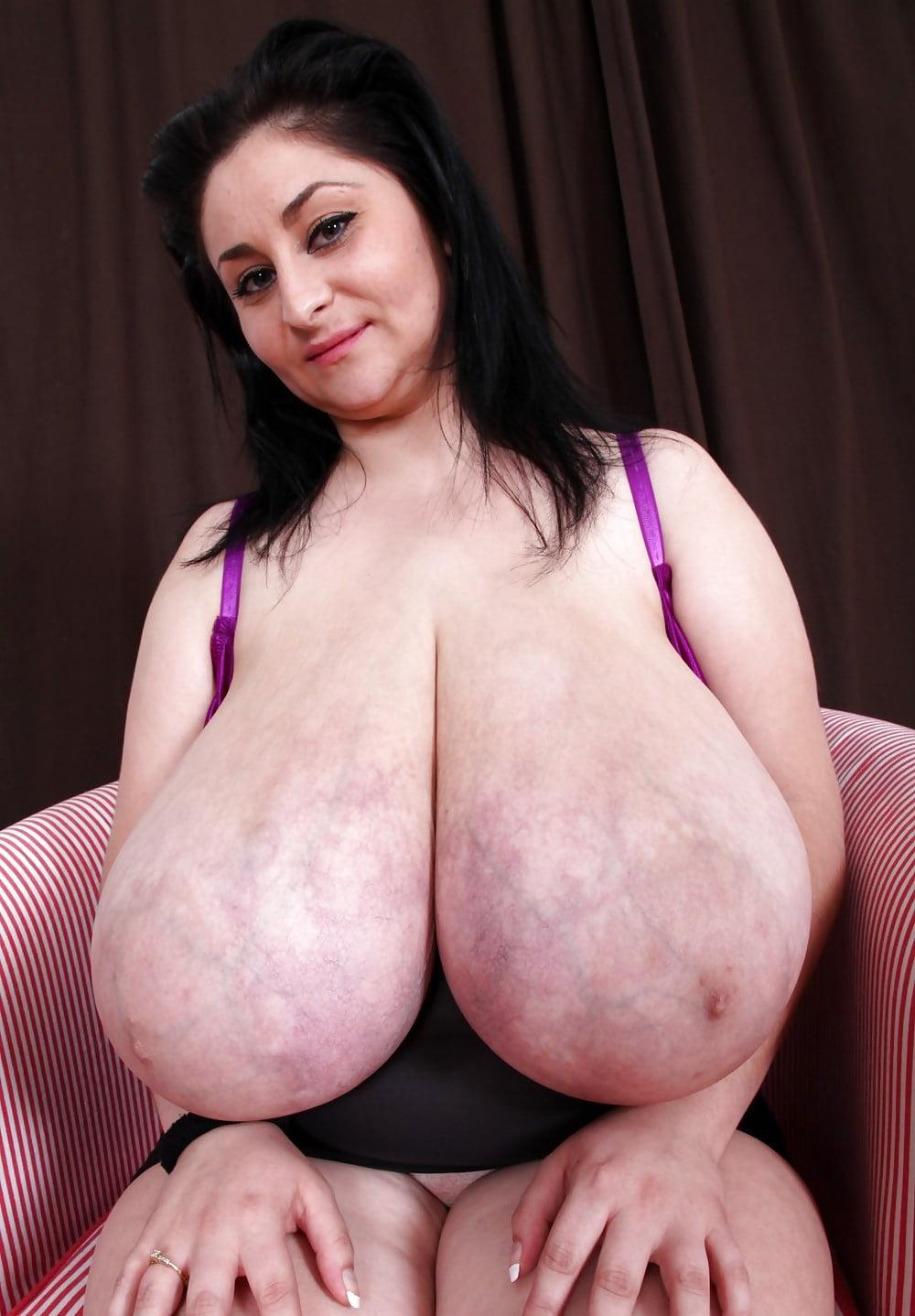 sex-big-humongous-boobs-athlete-naked-panama
