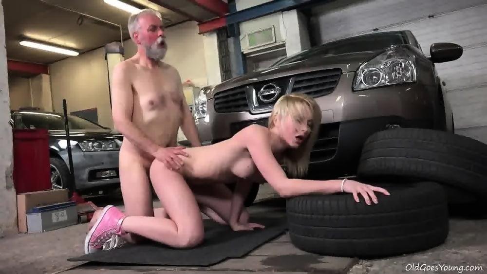 порно порно в гараже - 13
