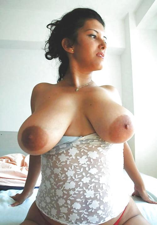 Девушка с большими сиськами и коричневыми сосками
