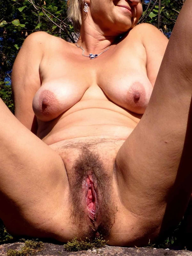 Guy Saw The Hairy Cunt Of A Mature Milf And Decided To Fuck Her