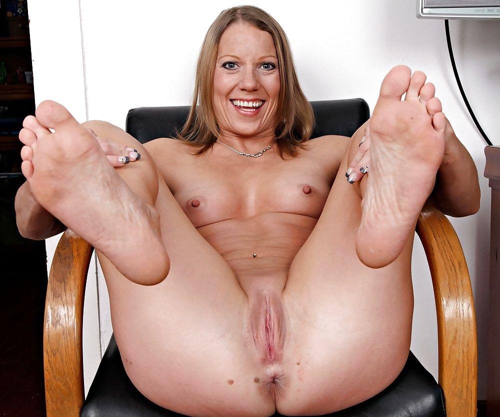 Big mature tits solo porn sex pics in high quality