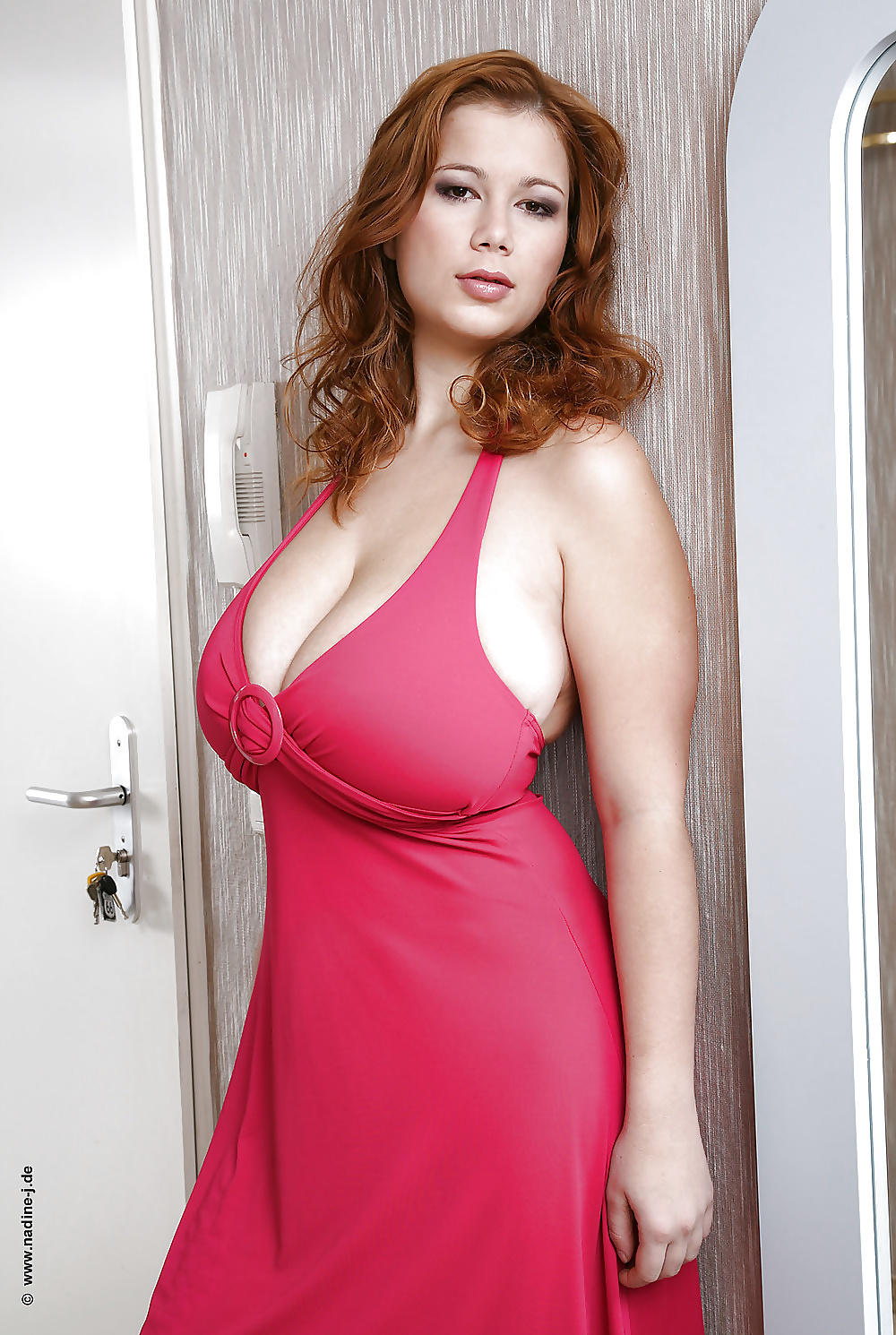busty-natural-woman-on-that-dominican-ass